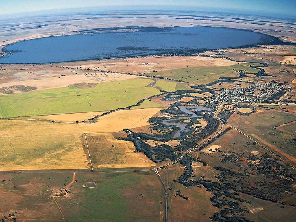 Lake Urana with water 2016 - from the air